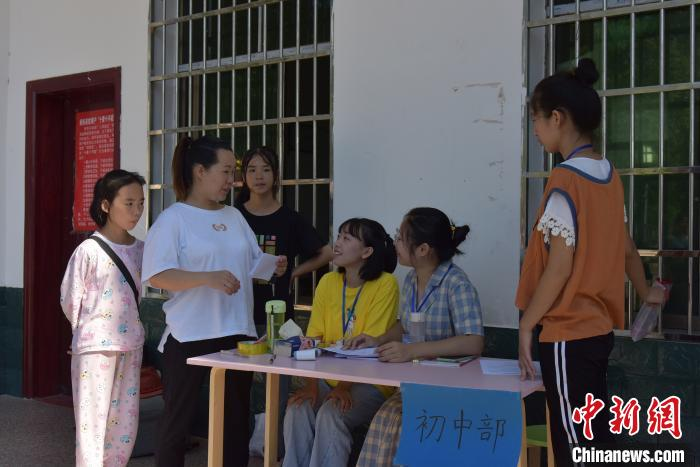 大学生志愿最终招到小学生和初中生共60余人。 肖亚辉 摄