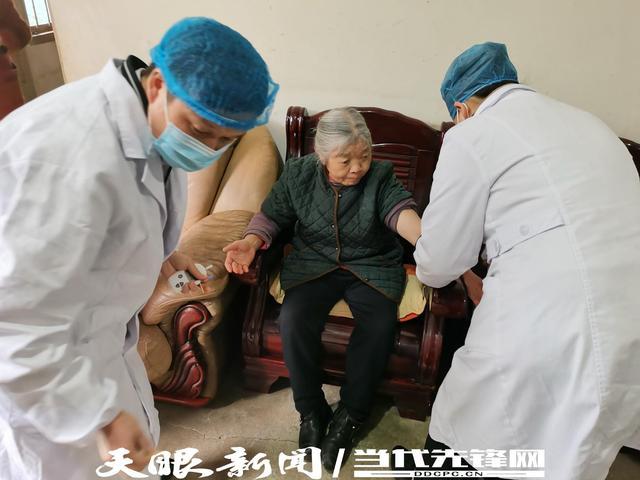 """麻江群英社区医疗志愿服务队:让老人有""""医""""靠"""